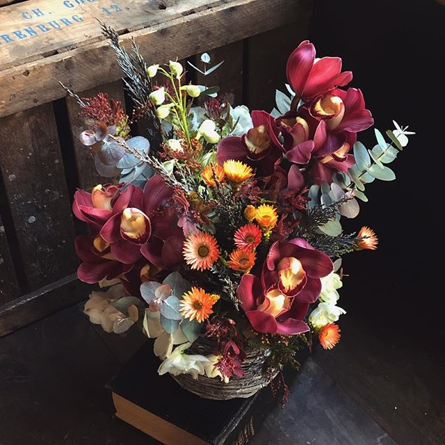 グリム童話的な世界観の祝い花。前回にひ...