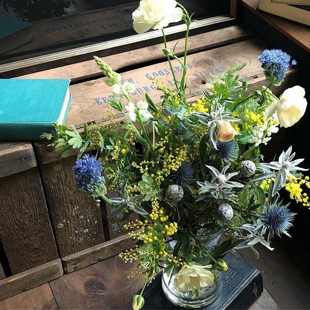 blue×yellowの束。春っぽく。摘みたての...