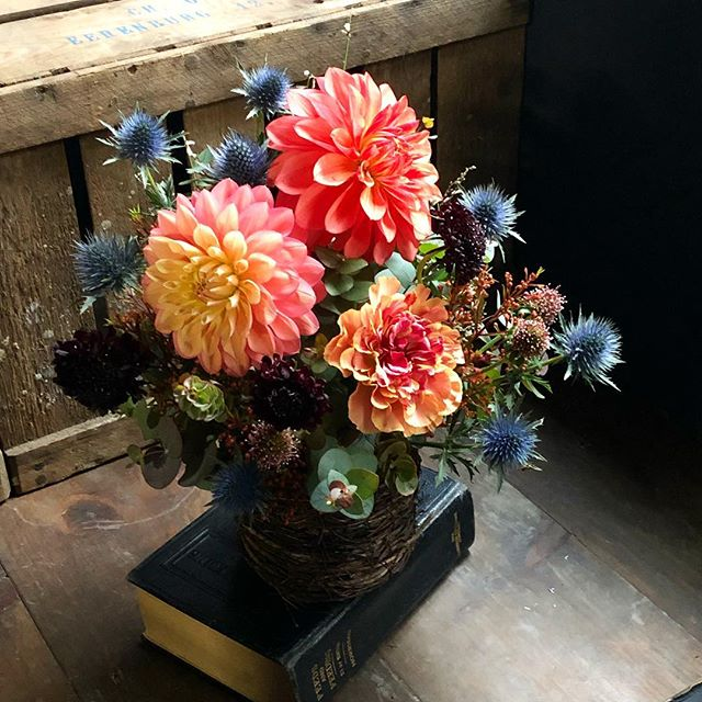 少し小ぶりで運びやすい祝い花💐 イメージ...