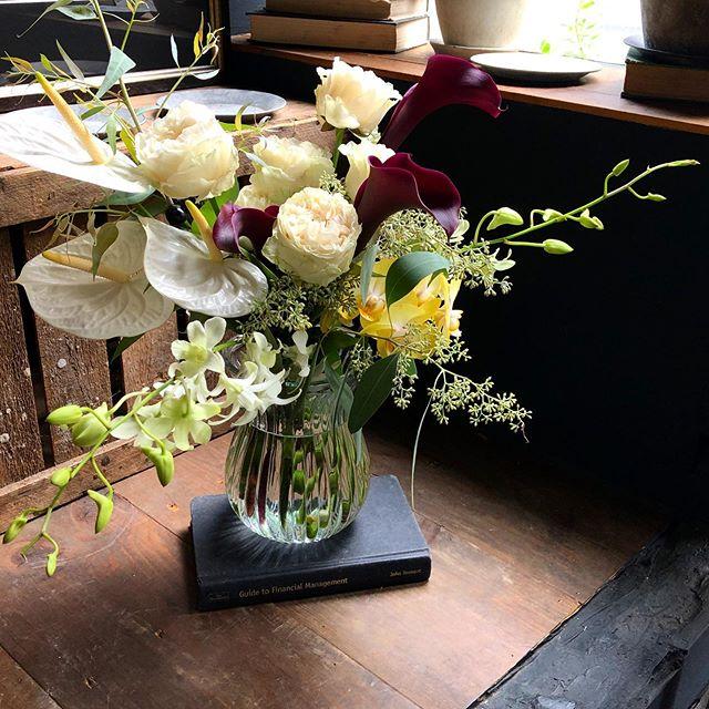 舞台の祝い花💐白のオールドローズご指名...