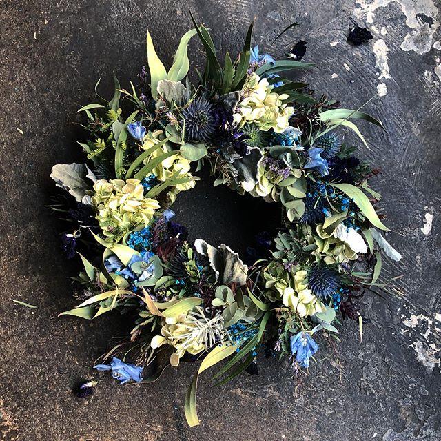 blue wreathe /pink swag ・[営業時間...